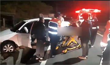 快新聞/蔡啟芳出院第2天開車自撞電線桿 妻腳骨折送醫