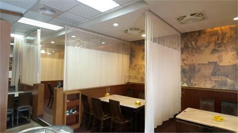 餐廳採病房等級隔簾  業者:防疫考量