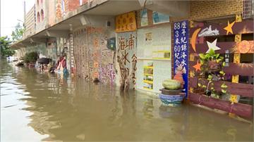 逢雨必淹!屏東燄塭村「淹水牆」成地標