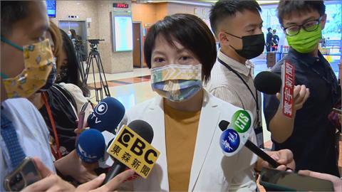 快新聞/遭指喬機師檢疫放寬 范雲:當前是戴口罩「不是亂噴政治口水」