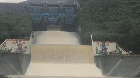 「蓄水量逼5億公噸」曾文水庫睽違2年洩洪!全台8水庫裝不下放水中