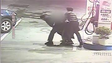 男失控吞油槍 警大外割救人