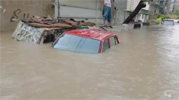 南亞雨季 印洪水困村民.巴國5天已90死