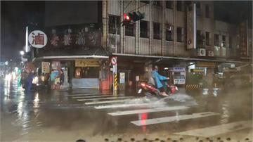 雨彈狂炸!宜蘭深夜大豪雨特報多處淹水