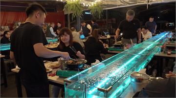 吃流水蝦免出國!台中業者打造透明水道現撈現吃