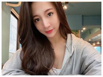 「蛇姬」林采緹開工照太燒 西裝「顯出黑影」網心動:當我秘書吧!