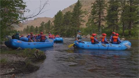 預約天天額滿!美西河流因積雪躲過乾旱 民眾享受泛舟樂趣