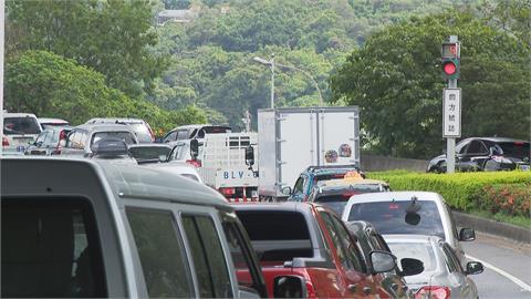 連假首日國道車流比去年少了56.6% 16:00起恢復連假匝道儀控