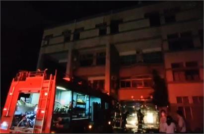 快新聞/中央大學科三館化學實驗室起火、飄臭味 部分館舍停電復電中