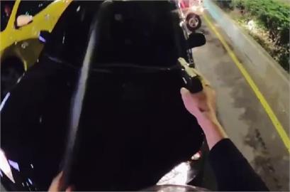 快新聞/中和轎車拒檢衝撞警用機車 駕駛遭警開槍還擊後逃逸