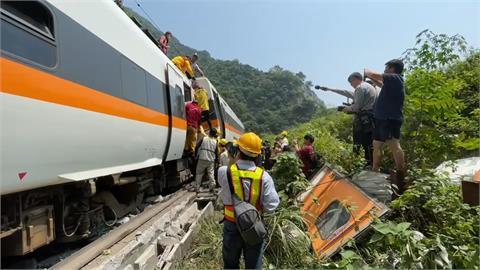 408車次出軌 台鐵:工程車滑落邊坡 火車撞上