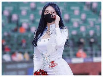 南韓啦啦隊正妹「戴口罩熱舞」仙女級美貌擋不住 網肉搜喊:跪求出道