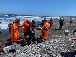 快新聞/四名國中生相約海邊戲水 1人溺水送醫搶救中