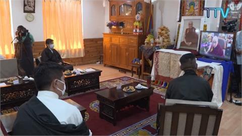 藏人新領袖就職 達賴喇嘛視訊觀禮