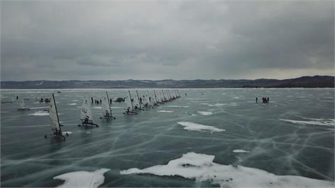 貝加爾湖冰帆運動!  享受高速劃過冰面快感