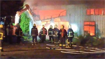 花蓮吉安烤漆廠大火 10多輛客戶車子全燒光