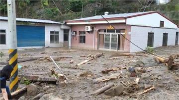 雨炸嘉義民宅遭淹沒!阿里山森鐵停駛4天