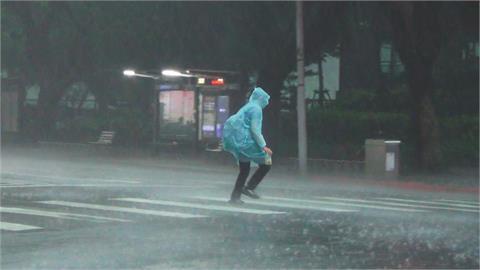 快新聞/午後雨彈來了! 雨區擴大「16縣市大雨特報」 防雷擊強陣風