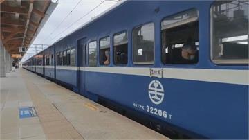 解憂列車「藍皮普快」 鐵道迷搶搭末班車留念