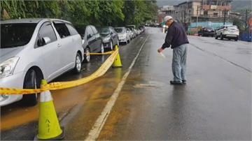 基隆連日大雨土石滑落 車輛遭砸幸無人傷