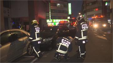 「醉」無可赦!酒駕狂飆過路口撞9車  駕駛下車醉到站不穩