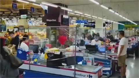 來人啊...通通給我「包起來」! 櫃檯裝塑膠膜風潮 席捲量販、超市、手搖飲門市