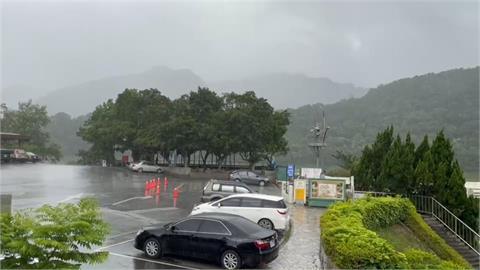 LIVE/爆雨襲台北市、颱風最新動態 氣象局17:40最新說明