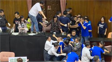 快新聞/立院上演全武行 議會人員辦公小房間充當監委投票處