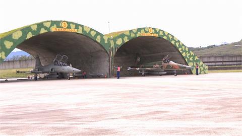2架F-5E擦撞墜毀 前空軍飛官:疑「編隊飛行」出憾事