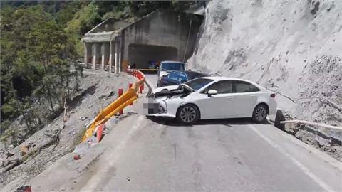 中橫吊車「倒退嚕」連撞4車翻落山谷 母女跳車逃遭輾斃