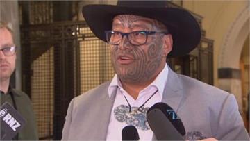 紐西蘭國會服裝爭議! 毛利議員戴傳統項鍊取代領帶 被禁言、請出場