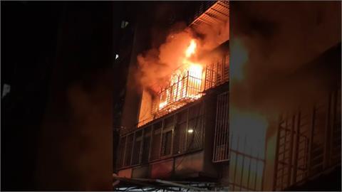 手機充電釀禍? 公寓陷火海 緊急疏散18人