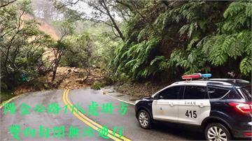 快新聞/陽金公路今晨土石坍方 竹子湖附近道路雙向封閉搶通中