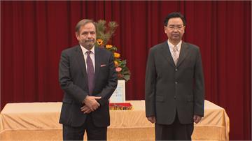 致力台歐交流 歐洲商會理事長尹容獲頒獎章
