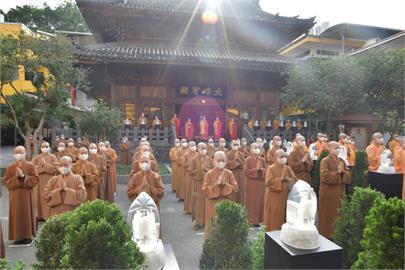 一年一度母親節!台北臨濟護國禪寺、龍山寺連線浴佛祈弭災疫