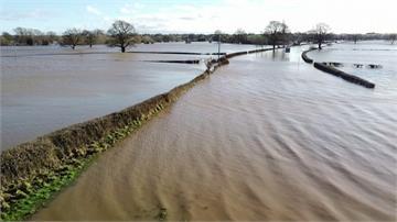 英國多地積水成災 首相強森赴災區勘查