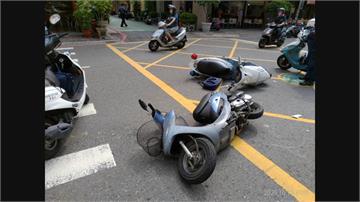 員警巡邏與巷口機車擦撞 當地居民陳情盼增設紅綠燈