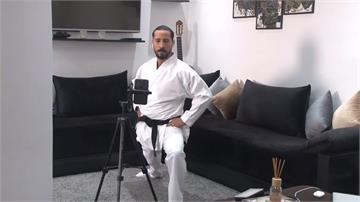 客廳遠端教學!武術教練靠視訊開課維持生計