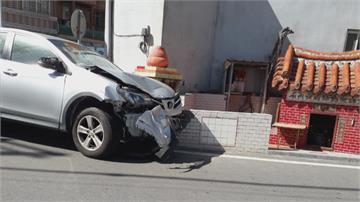苗栗醉男撞車肇逃 台中酒駕自撞路邊電桿