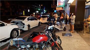 凌晨疑駕駛開車恍神 撞路邊三台車幸無人傷