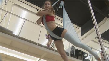 為新年節目首度挑戰空中綢吊 安妮要張家瑋「放馬過來」