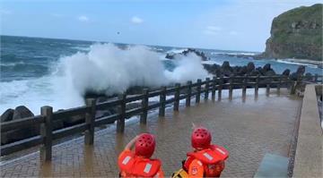 快新聞/鼻頭角拍照不慎遭巨浪捲走 女子被救起時已無吸心跳