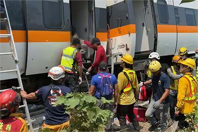 快新聞/太魯閣號嚴重事故 脫困民眾還原事發經過:地上都是屍體