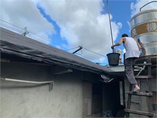男罹三癌不捨單親女兒扛重擔 拖病軀上屋頂助修繕