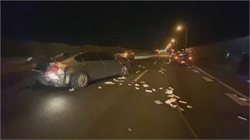 邊開車邊點菸分神!  自撞後害後車追撞釀2傷