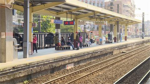 台鐵鶯歌站施工 身障者被迫「南下搭北上車」