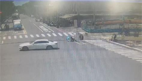 快新聞/扯! 砂石車巨輪「翹家狂滾70米」 撞倒撐傘騎單車阿北