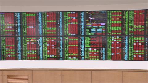電子.傳產股同步發威 台股收17572點新高