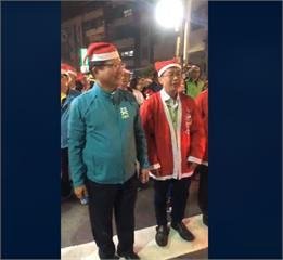 林佳龍、許智傑扮耶誕老公公 夜市踩街報佳音