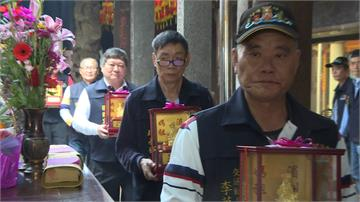 過年走春宮廟祈福 邀民眾擲筊試手氣
